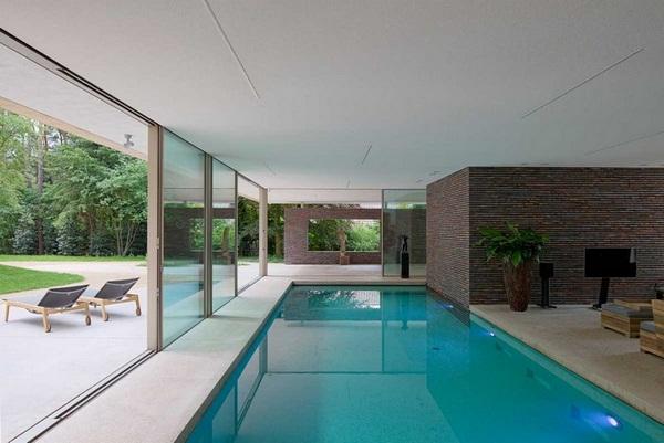 Bazény jako součásti domů nejsou ničím neobvyklým